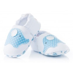 Białe buciki niechodki dla niemowlaka - niebieskie słoniki.