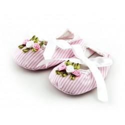 Bawełniane buciki niemowlęce dla dziewczynki na ciepłe dni.