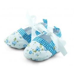 Lekkie tekstylne buciki niemowlęce na chrzest w ciepłe dni.