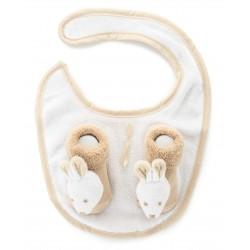 Zestaw niemowlęcy śliniaczek plus skarpetki z grzechotką.