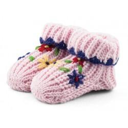 Babcine skarpetki robione na drutach. Różowe w kwiatki.