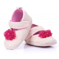 Lekkie buciki niemowlęce zapinane na rzep.