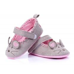 Lekkie buciki niemowlęce w postaci myszki zapinane na rzep.
