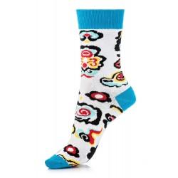 Skarpetki damskie w kolorowe wzory z wysokiej jakości bawełny.
