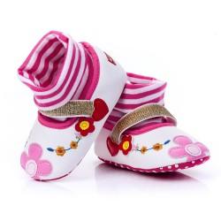 Lekkie buciki niemowlęce w kwiatki dla dziewczynki.