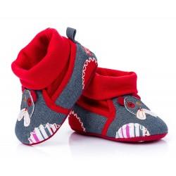Domowe buciki dziecięce dla chłopca - kolor dżinsowy z czerwienią.