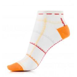 Krótkie skarpetki, stopki damskie z delikatnym pomarańczowym wzorem.