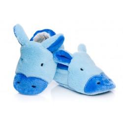 Kapcie dla niemowląt, lekkie i wygodne w formie niebieskich osiołków.