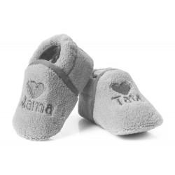 Szare buciki niemowlęce haftowane napisy MAMA i TATA.