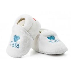 Ciepłe białe buciki niemowlęce z niebieskim haftem TATA.