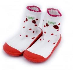 Buciki dla dziewczynki w formie skarpetek z gumową podeszwą.