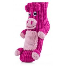 Różowe skarpetki domowe dla dzeiwczynki w postaci świnki.