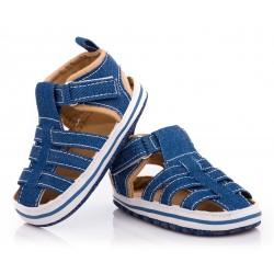 Sandałki niemowlęce niechodki, lekkie wykonane z materiałów tekstylnych.