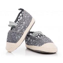 Przewiewne buciki niemowlęce niechodki dla dziewczynki.