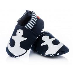 Granatowe kapcie niemowlęce dla chłopca - kotwice.