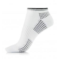 Białe bawełniane sportowe stopki damskie z czarnymi aplikacjami.